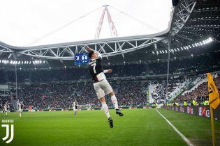 """Дубль Роналду помог """"Ювентусу"""" одержать убедительную победу в Серии А, """"Милан"""" в очередной раз потерял очки"""