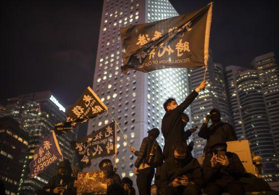 В Гонконгу сотні людей вийшли на мітинги: поліція затримала 230 протестувальників