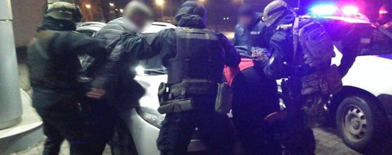В Черкассах группа бандитов отобрала у жителя Киевщины автомобиль