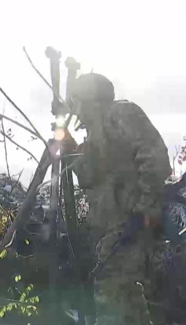 Нові ворожі обстріли на Донбасі: один український боєць зазнав поранень