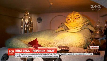 """В Германии открыли крупнейшую в мире выставку, посвященную """"Звездным войнам"""""""