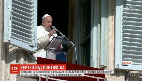 Тысячи верующих приехали в Ватикан, чтобы послушать благословение Папы на празднование Рождества