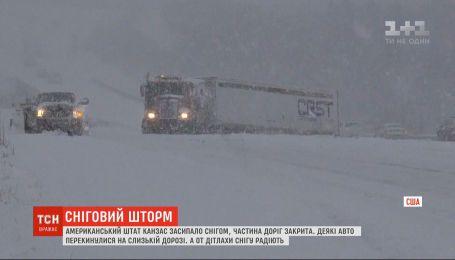 Американський штат Канзас засипало снігом