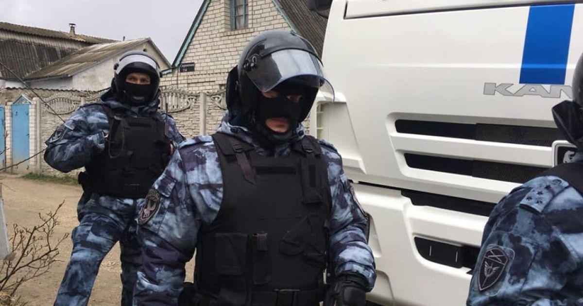 ФСБ проводить обшуки в анексованому Криму: є затримані