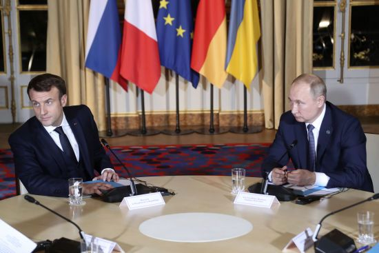 """Макрон і Путін поговорили про результати """"нормандської"""" зустрічі та транзит газу Україною – Кремль"""