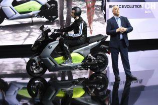 BMW запустить у Барселоні байкшеринг з електричними скутерами