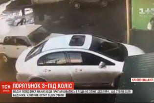 Школяр ледь не став жертвою некерованої автівки уКропивницькому