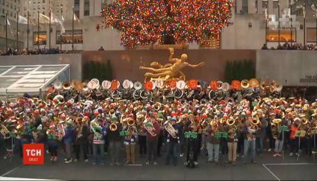 Несколько десятков трубачей в Нью-Йорке порадовали горожан бесплатным концертом