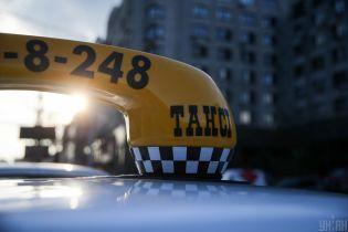 Перевезення дітей в автокріслі. Таксі-сервіс у Києві придумав цинічну аферу