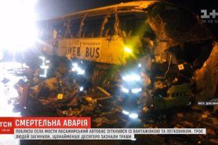 Пасажири автобуса із аварії з фурою розповідають про неадекватну поведінку їхнього водія