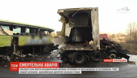 Автотроща на Чернігівщині: 3 загиблих, 16 травмованих