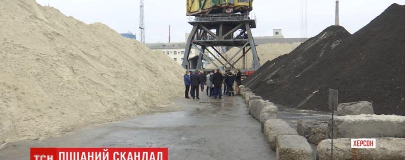 У чорному піску з Чорногорії, який завезли до херсонського порту, виявили небезпечні домішки