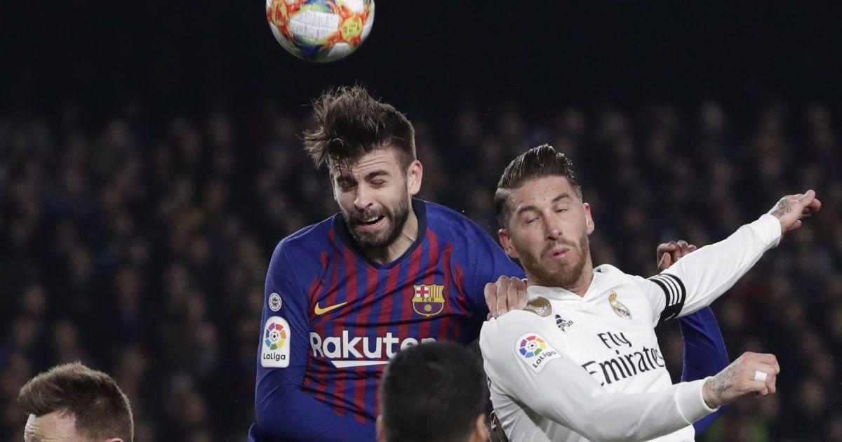"""В Барселоне нарисовали поцелуй Пике и Рамоса, раньше """"целовались"""" Месси с Роналду"""