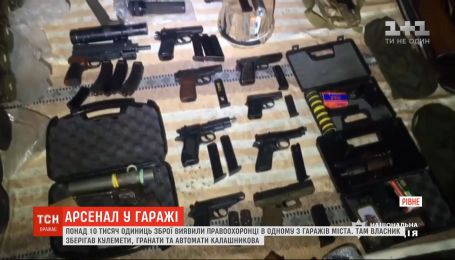 Правоохоронці виявили понад 10 тисяч одиниць зброї та боєприпасів в одному з гаражів Рівного