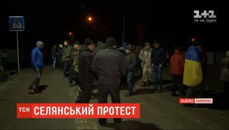 Полсотни человек заблокировали путь к свалке неподалеку Черновцов