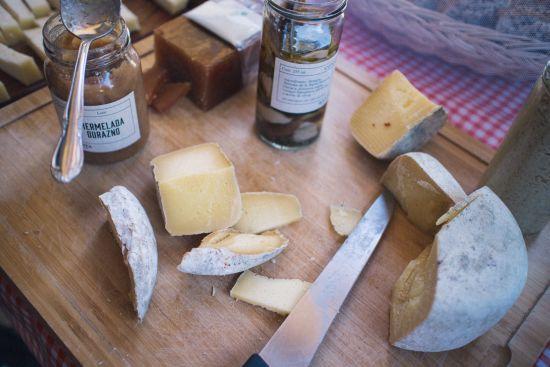 На столах українців все частіше з'являється сир з Європи
