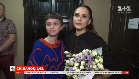 """Как лидерка """"The Hardkiss"""" Юлия Санина осуществила мечту маленькой Маруси со Львовщины"""
