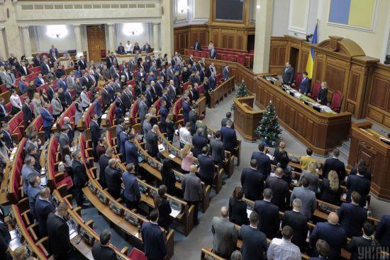 Рада закликала Гончарука пояснити захмарні премії міністрам та топпосадовцям