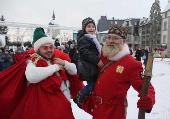Святий Миколай vs Дід Мороз. Українці розповіли, у кого вірять найбільше