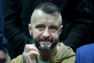Експертиза показала, що підозрюваний у вбивстві Шеремета Антоненко вищий за чоловіка з камер спостереження - ЗМІ