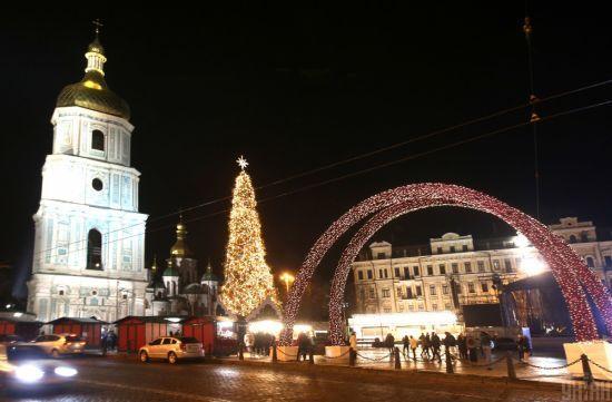 У Києві на період новорічно-різдвяних свят змінять маршрути руху громадського транспорту