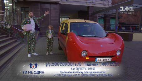 """Егор Гордеев и Женя Лебедин отправляются с подарками в """"Охматдет"""" – прямое включение"""