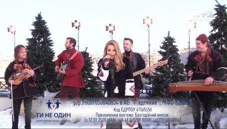 "Тина Кароль на праздничной террасе ""Сніданка"" – ""Нова радість стала"""