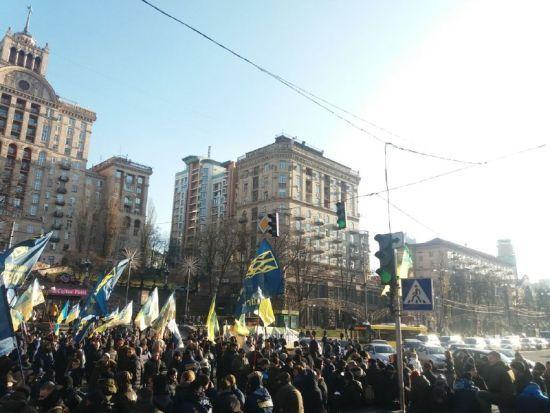 У Києві протестувальники перекрили Хрещатик