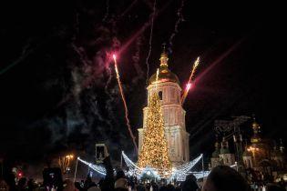 Со щелкунчиком и гирляндами: в Киеве торжественно зажгли главную новогоднюю елку страны