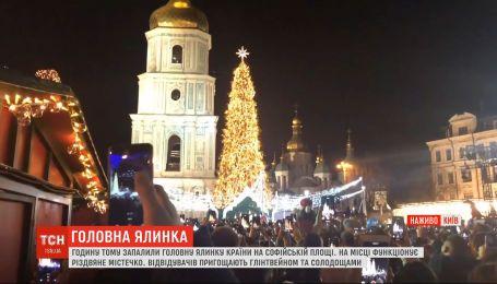 У Києві на Софійській площі урочисто запалили головну ялинку України