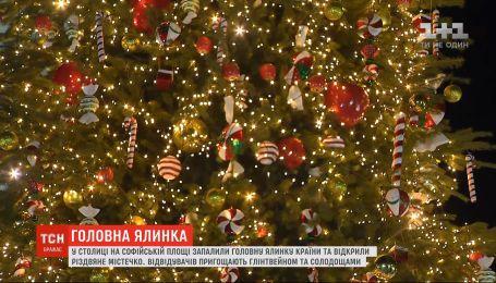 Тысяча украшений и 5 километров гирлянд: в Киеве торжественно открыли главную елку Украины