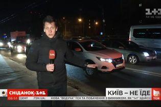 Проспект Победы в Киеве стоит в пробках - прямое включение