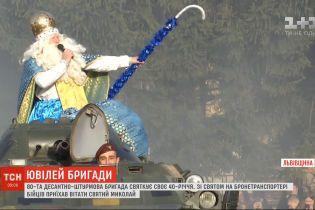 Во Львове святой Николай развозил подарки военным на БТРе