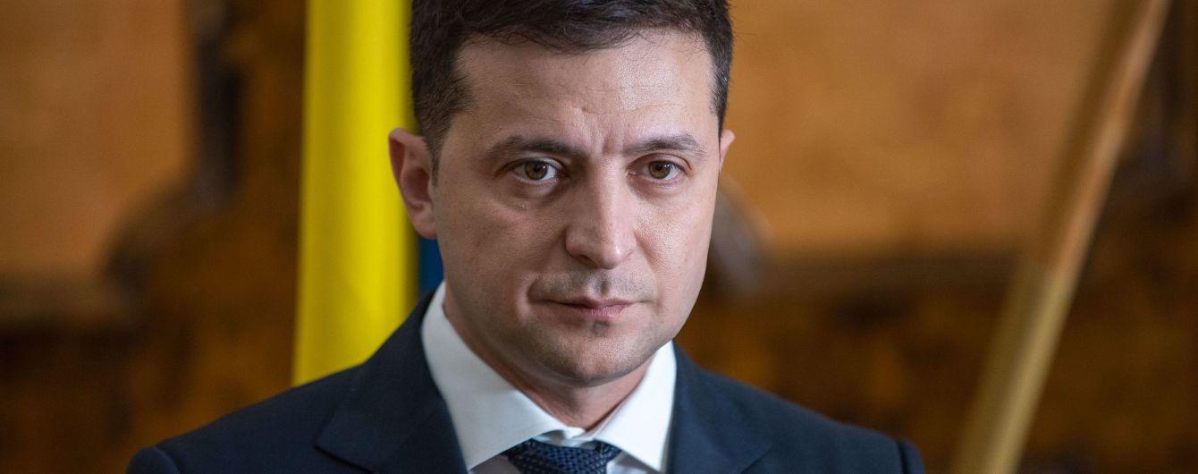"""""""Зеленський, ти зрадник"""". У Борисполі жінка накинулась із образами на президента"""