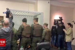 Правоохранители штурмуют залсуда, где не состоялось заседание по апелляции Юлии Кузьменко