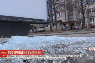 Во Львове за одну ночь неизвестные разбили 4 остановки общественного транспорта