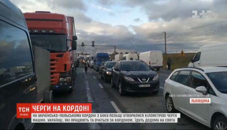 Долгая дорога домой: на украинско-польской границе образовались километровые очереди