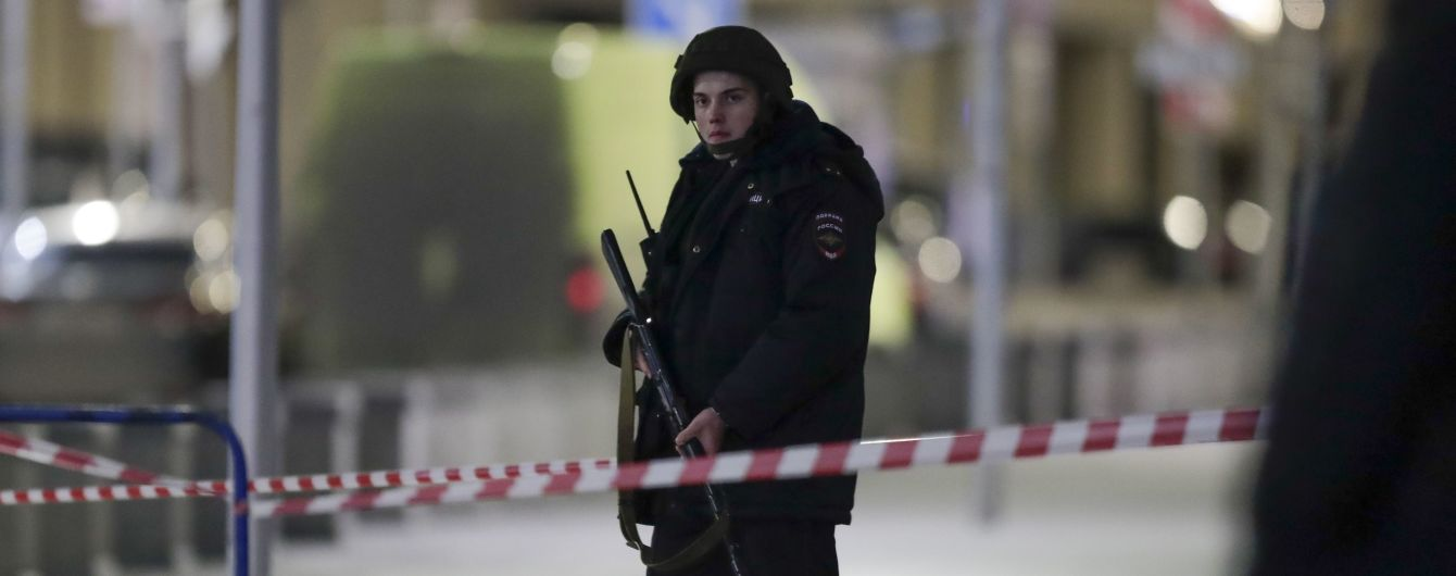 """Спикер Путина назвал """"проявлением безумия"""" нападение на приемную ФСБ в Москве"""