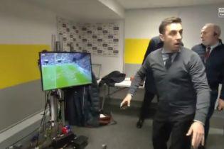 """Экс-звезда """"Манчестер Юнайтед"""" эпически отреагировал на ляп вратаря, сорвав интервью Моуринью"""