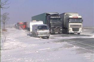 Важные трассы западной Украины перекроют для фур из-за непогоды