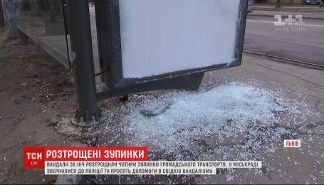 Вандалы во Львове в течение недели разбили 9 остановок общественного транспорта