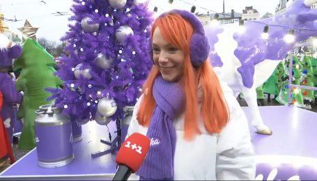 Сніговики, ялинки, ельфи та корівки: як відбувся перший новорічний парад у Києві