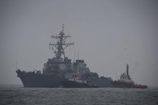 """Бомбардувальники РФ у Чорному морі """"атакували"""" американський есмінець"""