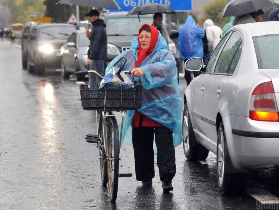 Погода на середу: в Україні місцями дощі та мокрий сніг