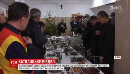 Во Львове устроили праздничный ужин для людей, оказавшихся в сложных жизненных обстоятельствах