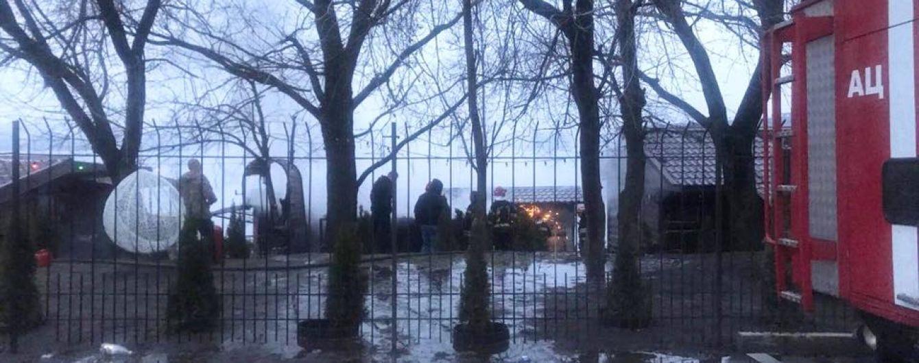 У Києві сталася пожежа у клубі відпочинку на березі Дніпра