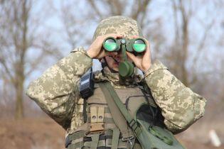 Горячие выходные на фронте: боевики обстреляли военный грузовик, автомобиль медиков и дома гражданских