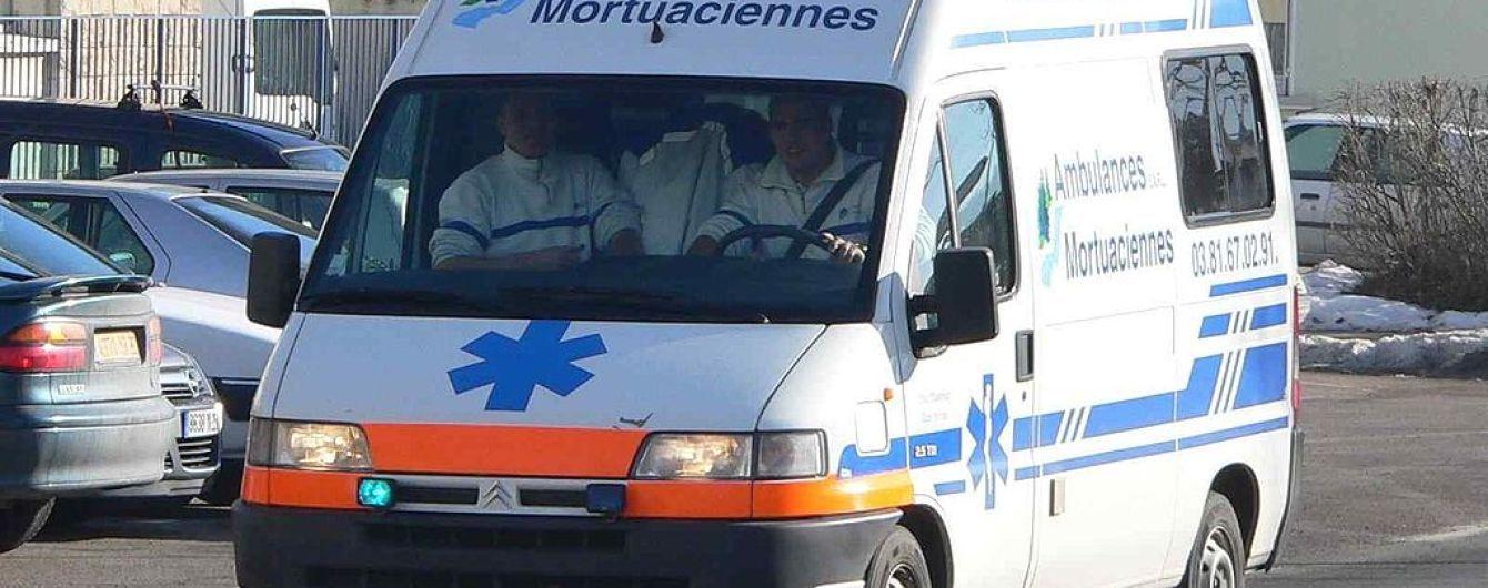 Під Парижем невідомий влаштував різанину у парку, постраждали випадкові перехожі