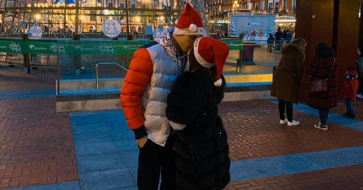 """Лунін освідчився дівчині в центральному колі стадіону """"Вальядоліда"""""""