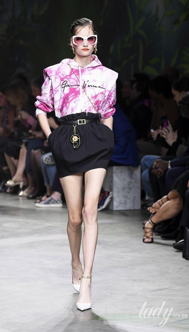 Коллекция Versace прет-а-порте сезона весна-лето 2020 @ East News